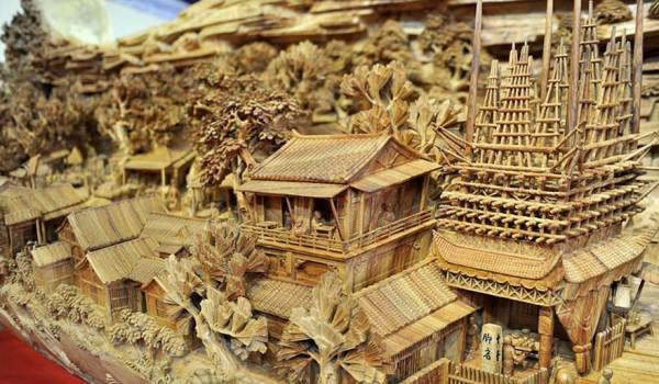 Chinese Sculptor Spends 4 Years Sculpting World's Longest Wooden Masterpiece Art + Graphics