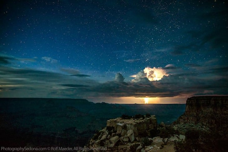 Photographer Captures Powerful Lightning Storms Over Grand Canyon Animals + Nature Photography