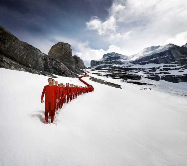 Incredible Photos with Hundreds Of Mountaineers Climbing the Alps Photography