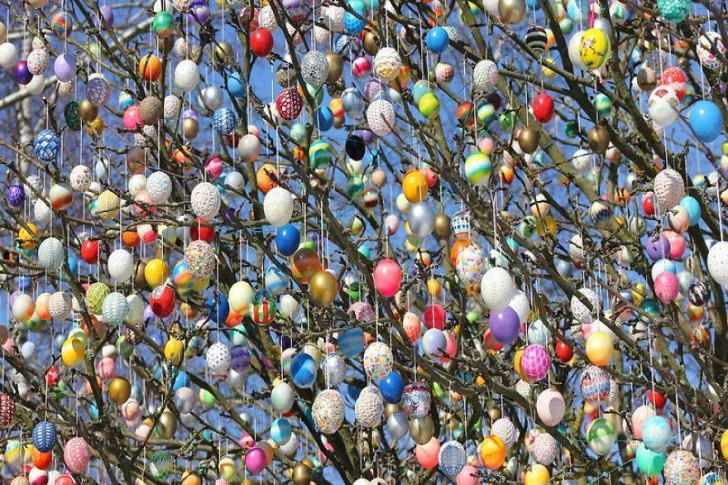 Tree Decorated With 10,000 Painted Eggs For Easter Day Animals + Nature Art + Graphics