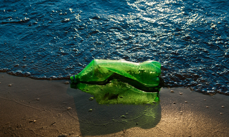 Four Ways to Curb Our Addiction to Plastic | Geek Universe