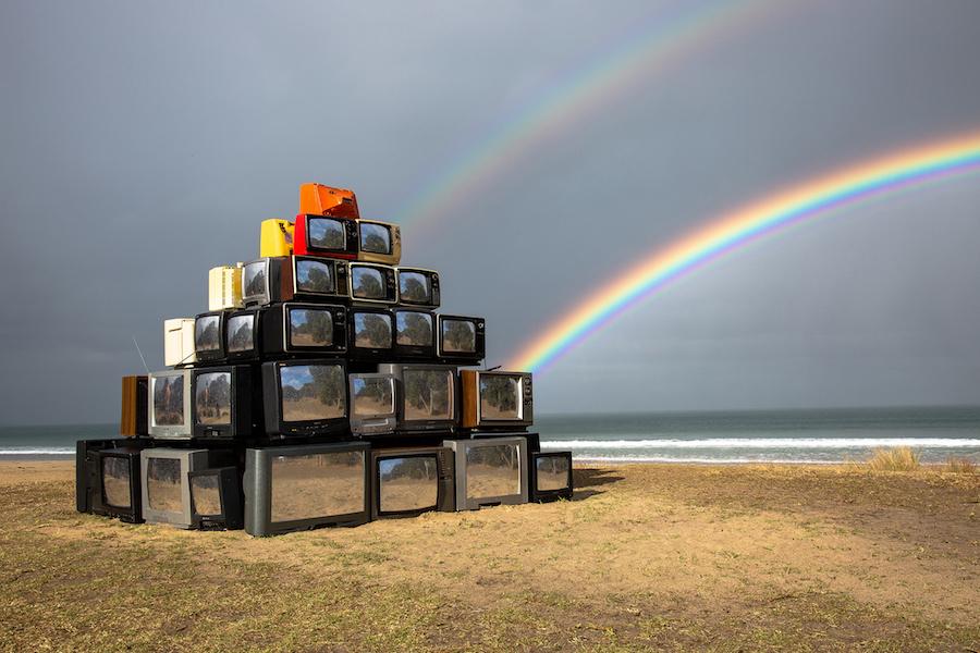 Nature Reflection in Televisions – Fubiz Media Design