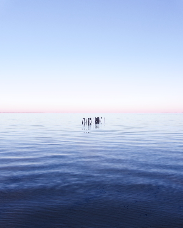 Contemplative and Powerful Images of Simple Elements – Fubiz Media Design