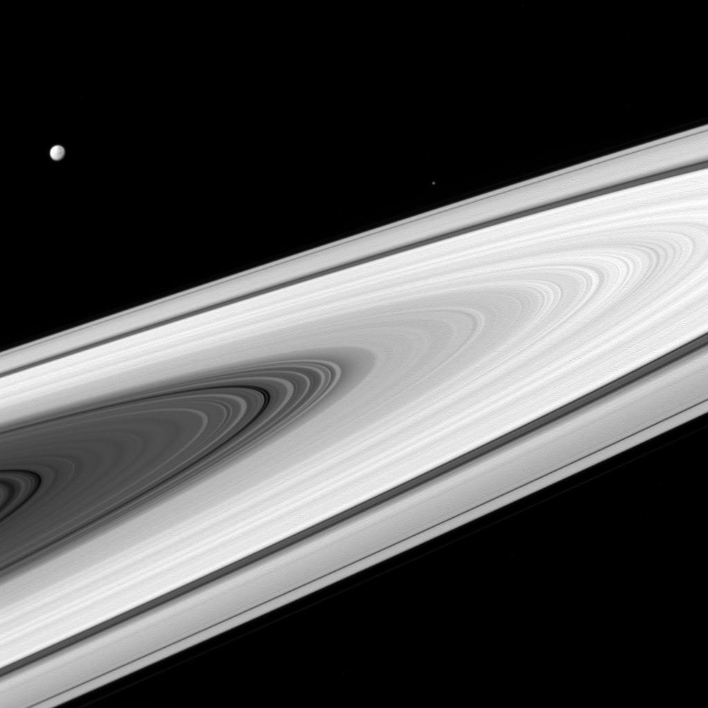 Space Photos of the Week: Cassini's Curtain Call Photography