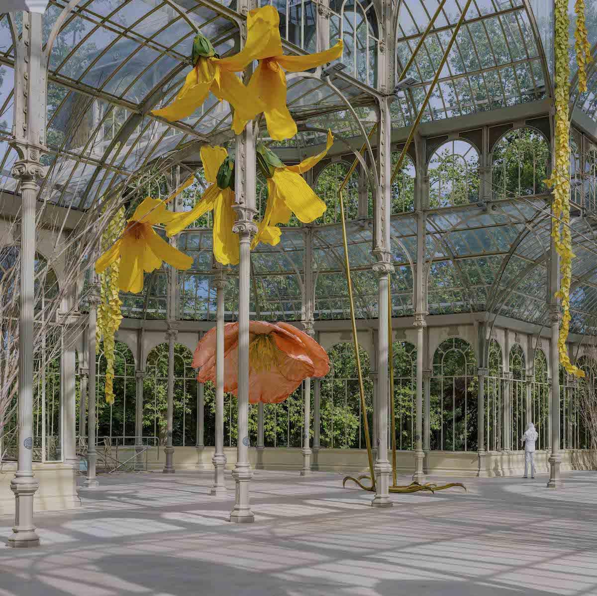 Incredible Giant Flowers Art Installation – Fubiz Media Design